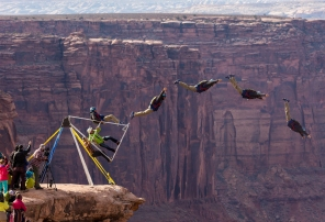 The Russian Swing permits to the basejumper to launch into the sky.