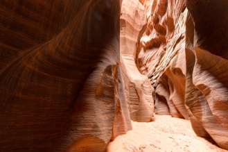 You can go hiking this very long canyon for days without losing you, there is only two ways : one to go, one to come back !