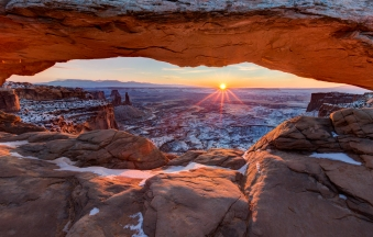 The sunrise is warming up the desert during that cold morning in Canyonlands National Park.