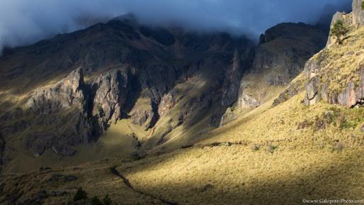 Itzaccihuatl flanks on the sun lights