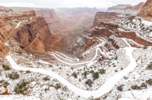 Schaffer Trail, near Moab (UT), could be a great way to go join Island In The Sky of the Canyonlands National Park. When it is open !